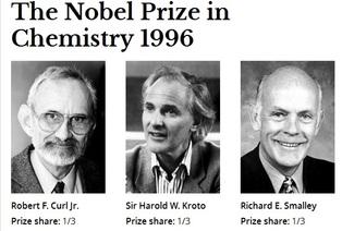 """Wist je dat de unieke moleculen in Shungite Fullerenen heten? Zodra de shungite stenen in water gelegd wordt beginnen de stenen deze """"Fullerenen"""" moluculen af te geven. Er is bewezen door wetenschappers dat de fullerenen helende eigenschappen hebben op het menselijk lichaam en treden op als anti-oxidanten door vrije radicalen aan zich te binden. Voor de ontdekking van het koolstofmolecuul """"Fullereen"""" in 1986 kregen de onderzoekers Richard Smalley, Robert Curl en Harold Kroto in 1996 de Nobelprijs voor chemie. In 2003 werd er een onderzoek gepubliceerd door Rice University naar medische toepassingen van fullerenen. Er vindt steeds meer onderzoek plaats over deze bijzondere fullerenen die in Shungite voorkomt."""