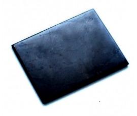 Dit rechthoekige gepolijste Shungite plaatje kan o.a. op de mobiele telefoon geplakt worden, op een tablet of op overige apparaten, om schadelijke straling te neutraliseren en/of tegen te gaan. Het plaatje heeft een afmeting van 21 x 15MM, is 3 MM dik en heeft een gewicht van 3 gram.