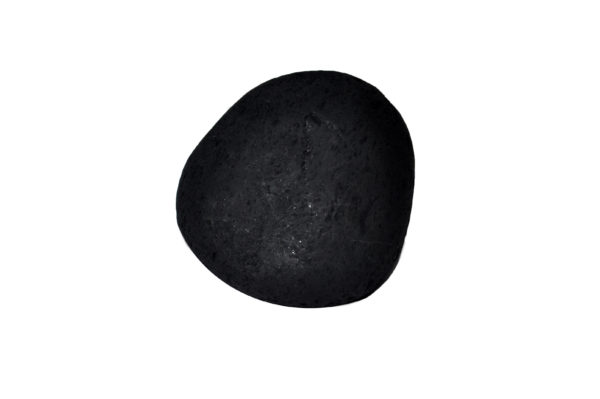 Deze grote Shungite steen weegt 289 en kost € 15,50